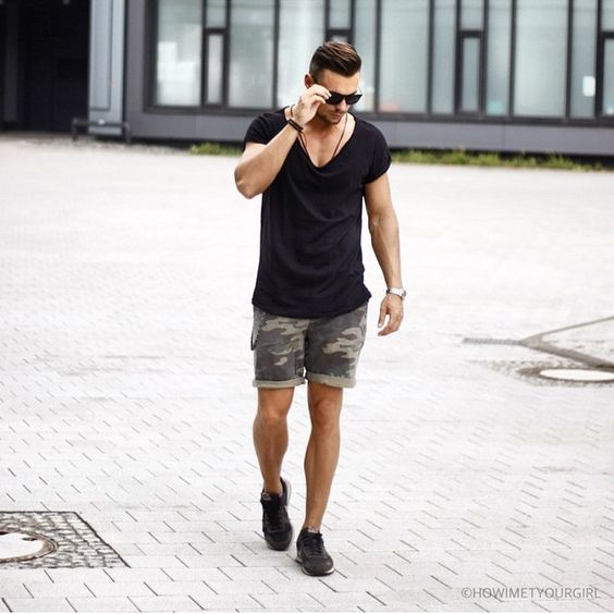 <h1>The Simple Black Tee Is Men's Answer To The LBD</h1>